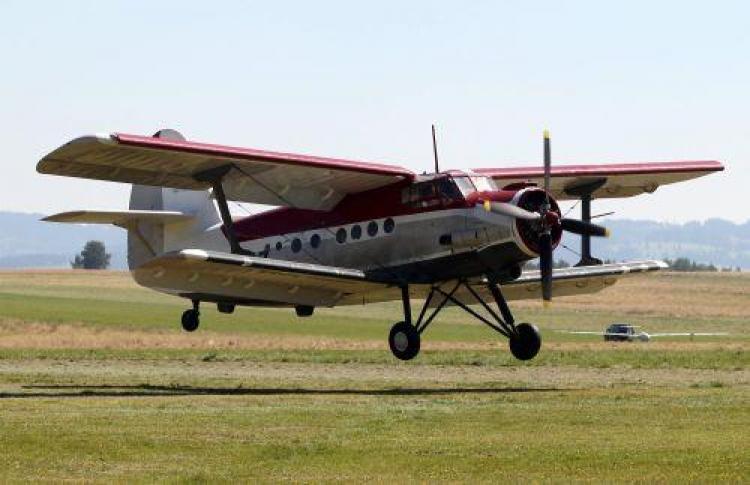 Pilotaż An-2 tuż przed przyziemieniem
