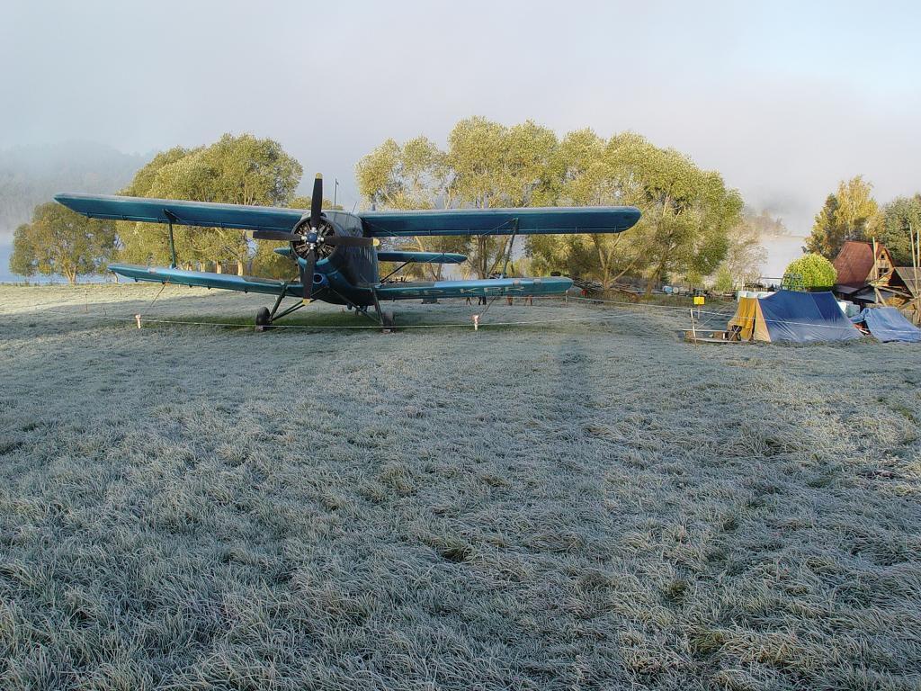 Loty samolotowe na lądowisku w Bieszczadach
