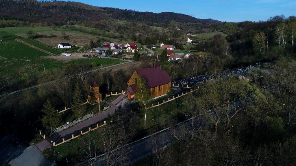 Solina atrakcje - drewniany kościół w Łobozew